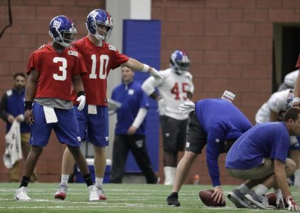 (Photo Credit: Julio Cortez/AP) Smith has hopes that the Giants' offense will help revitalize his career.